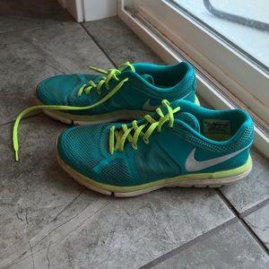 Nike Tennis Shoes Size 8